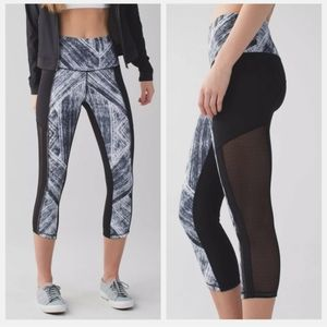 Lululemon hot to street crop mesh leggings size 4